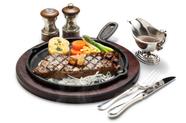 肉本来の強さと旨みがしっかりと感じられる『サーロインステーキ』
