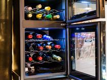 ワインセラーもあり、赤白スパークリングが常時20種類