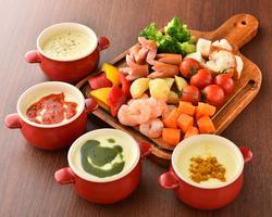 チーズフォンデュ or 厳選炙り肉寿司を含む自慢の料理が全て食べ放題!なんと2時間飲み放題付きで2480円