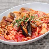 魚介の旨みが凝縮したトマトソースが絶品。一番人気の『ペスカトーレ・ロッソ』