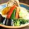 食べやすいスープカレーに仕上がった『野菜たっぷりスープグリーンカレー』 骨付きチキン/海の幸
