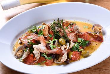 天草や芦北など、有明海沿岸で獲れた熊本産の白身魚で旬を堪能する『鮮魚のアクアパッツァ』