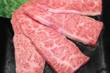その日おすすめの九州の銘柄牛を堪能する『驚肉カルビ』