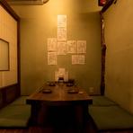 周囲を気にせず、名酒や絶品料理を味わえる個室で大切な接待を