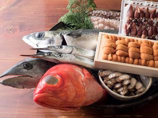 魚介類や野菜などは自らの足を運び、自身の目で旬のものを厳選