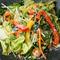サラダには有機野菜を使用 ランチメニューは全て日替わり