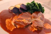 2時間以上じっくり愛情込めて煮込んだスネ肉は驚くほど柔らかく、 舌の上で、とろけます! ちょっと贅沢な一品。是非ご賞味下さい。