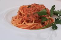 クリーミーな、トマトとひき肉を丁寧煮込み仕上げたパスタ。 お子様にもオススメの一品です。