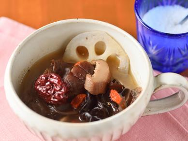 甘みや食感、風味を食べ比べつつ、旬を堪能できる『本日の旬菜10種盛り合わせ』