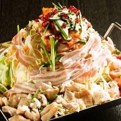 美味しいお肉に大満足!見た目からこだわった華やかなハワイアン料理がお客様の前に並びます♪