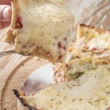 あふれ出るチーズに歓喜! ピザの概念を覆す『チーズの大洪水!! Chicagoピザ ※Mサイズ』