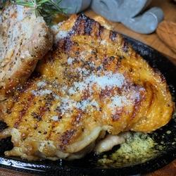 BBQのお店だから旨いお肉が食べれます。飲み放題付で¥4500税込のお得なプラン。室内だから温かい!