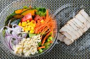 クセになる!手造りにんにく醤油ドレッシングでいただく新鮮な10種類の野菜と国産豚の『豚しゃぶサラダ』