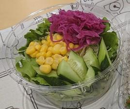 たっぷりの野菜と塩麹、ヨーグルトなどの発酵食品の組み合わせが女性に人気の『腸活セット』
