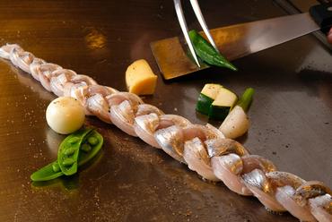 造形の面白さと美味しさと『太刀魚の編み込み焼き(当店のスペシャリテ)』