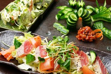 野菜と魚介類にひと工夫加えてさっぱりと味わう『サラダ』