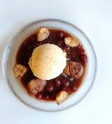 餌にこだわった美味しい卵。カンナンファームさんの、やまぶき卵を生地にもクリームにも使用。ふわふわの大人気ロールケーキ。