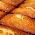 シチリア産アーモンドと播磨産の生ハチミツを使った『フィナンシェ』はマダガスカル産ブルボン種バニラビーンズの香りをまとった上質な一品です。お持ち帰りもいただけますので、手土産などにもご利用ください。