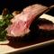 お肉の旨味が楽しめる『仔羊の粒マスタード焼き マデラソース』