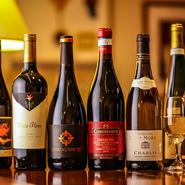 料理人自ら厳選した、料理にぴったりのワインの数々。スペイン産、イタリア産、カリフォルニア産、アルゼンチン産など、世界各国のワインが揃っています。各料理との相性はお気軽にスタッフまで。