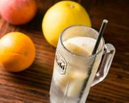 凍結生レモン/凍結生グレープフルーツ/凍結生オレンジ キンキンに凍らせたフルーツを入れたクールなチューハイ