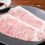 和牛サーロインの薄切り肉を炭火で軽く炙っていただく大仙名物の『焼きしゃぶ』。自家製の熟成ポン酢でいただきます。上品な脂身の甘味、肉の旨味を堪能できる逸品です。