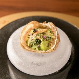 当店の人気料理や旬の食材を贅沢に使用し、お客様の好みやご要望に合わせたコースをお作りさせて頂きます