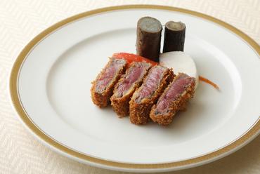 カニ薫る贅沢な逸品。伝統の奥深い味に魅せられる『カニクリームコロッケ』