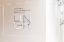 シックなグレーの「UNGR」が目印