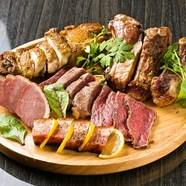 豪快に頬張りたい! 選び抜いた肉を存分に堪能できる『肉バル盛り合わせ』