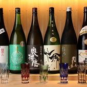 人気の銘柄から希少なものまで、全国から厳選する各種地酒