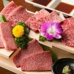 生産牧場と強い信頼関係を結び、独自ルートで品質の高さが抜群の「神戸牛」を仕入れています。生食認定店だからこそ提供できる絶品の『牛刺し』、通も唸る最高級部位『シャトーブリアン』など、極上の味が勢ぞろい。
