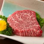 生産牧場と信頼関係を結び、独自の流通ルートで、厳選した最高の部位です。抜群の良さを誇る鮮度や品質は、焼肉好きの方々に特に好評。脂肪分が少なく旨味が凝縮された美味しさを堪能できます。