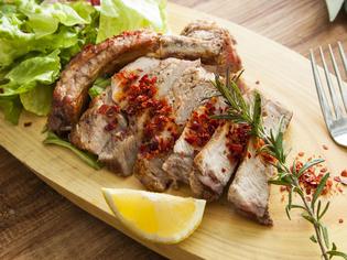 シンプルな調理でも美味しくいただける「国産ハーブ豚」