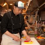 作り上げた料理はできる限り、速やかにお届けすることがモットー。料理の適温には強くこだわり、お客様の元へ絶妙なタイミングで料理を提供できるよう、ホールとの連携を大切にしています。