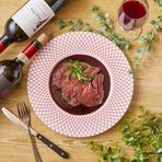 鉄板で焼き上げたお肉と野菜にとろ~りチーズをたっぷりと。 ワインとの相性が抜群のメニューです! 二人でワインと一緒にチーズたっぷりのニクレットをお楽しみください。