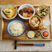 看板メニューである『TSUKUMO定食』は、3つのサラダ、3つのスープ、3つのご飯、そして10種類のおかずから2種類を自分でチョイス。自分好みのMY定食をつくれるのが魅力です。