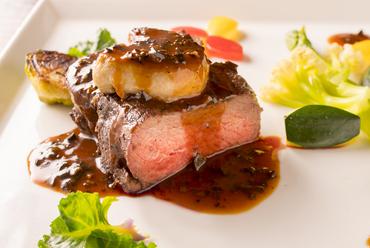 何て贅沢!『超厚切り黒毛和牛とフォワグラのダブルステーキ』美食家のスペシャルディナー