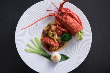 ふんわり&コリコリ。食感の対比も痛快な『瀬戸内の天然真鯛とフカヒレの煮込み』