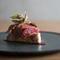 食材個々の特性を見極める、繊細な感性が光る『ヨコワ ブラッドオレンジ 赤軸ホウレン草』