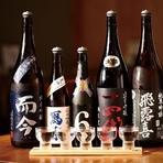 鮮魚・炭火焼と合わせたいお酒といえばまず日本酒。全国の特約店から店主おすすめの日本酒を仕入れています。十四代、而今、飛露喜など希少な地酒も常時取り揃えています。