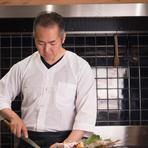 旬の鮮魚のおいしさを、できるだけ低価格で多くの人に楽しんでいただきたいと【炉ばた髙】を開業しました。おいしい料理で心からくつろぐ時間をお過ごしください!