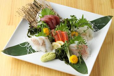 その日一番美味しい魚が楽しめる『鮮魚5種盛り』
