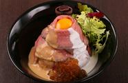 しっとりと柔らかい赤身肉を満喫『ローストビーフ丼』