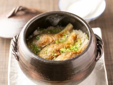 土鍋炊き込み ※画像は鮎。季節に応じて変わります。