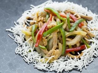 万人受けする定番中華料理『淡路島玉葱の青椒肉絲』