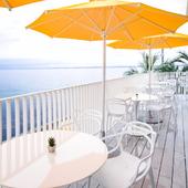 開放感でいっぱい! 海に面した、爽快感のあるテラス席