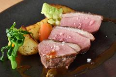 メイン料理は「魚」または「肉」のどちらかをお選びいただけます。スタンダードな人気コースです!