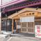 二日市駅から徒歩10分ほど。純和風の店構え