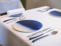 記念日のお食事の特等席。お祝いの日を彩る皿で特別な美味と時を